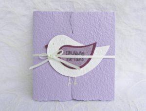Weiss auf lila