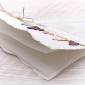 Grusskarte Herzchen-Wimpelkette purple