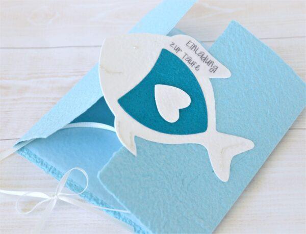 Handgemachte und personalisierbare Einladung Fisch weiss auf türkis