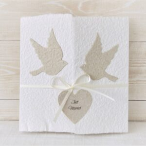 Handgemachte und personalisierbare Hochzeitskarte Tauben beige