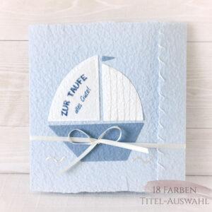 Handgemachte und personalisierbare Glückwunschkarte Segelboot weiss auf blau