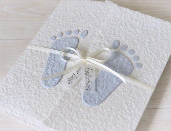 """Handgemachte und personalisierbare Taufeinladung """"Füsschen blau"""""""