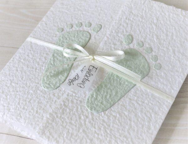 """Handgemachte und personalisierbare Taufeinladung """"Füsschen grün"""""""