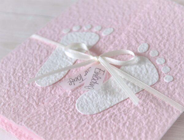 """Handgemachte und personalisierbare Taufeinladung """"Füsschen weiss auf rosa"""""""