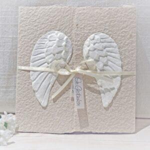 Handgemachte und individualisierbare Trauerkarte Engelsflügel beige
