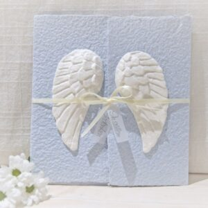 Handgemachte und individualisierbare Trauerkarte Engelsflügel Sternenkind blau