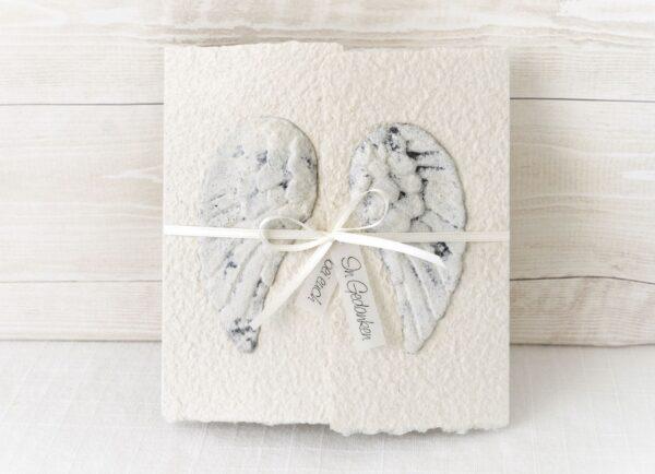Handgemachte und individualisierbare Trauerkarte Engelsflügel mit Stein-Effekt