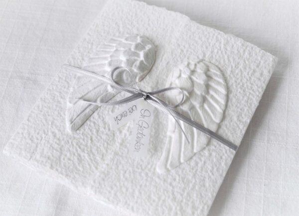 Handgemachte und individualisierbare Trauerkarte Engelsflügel weiss